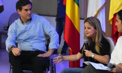 Jairo Clopatofsky y Elsa Noguera, durante el conversatorio.