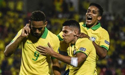 Matheus Cunha celebra su tanto ante Argentina.