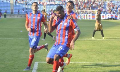 Luis Narváez durante la celebración del gol.