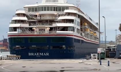 Este es el crucero Braemar que arribó a Cartagena el domingo pasado a bordo del cual venía la turista que dio positivo de coronavirus.