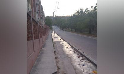 Reportan fuga de agua en el barrio Campo Alegre