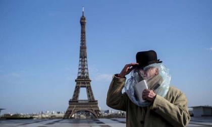 """La Torre Eiffel rendirá homenaje a los """"héroes"""" que luchan contra el coronavirus"""