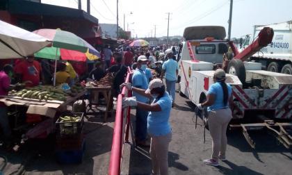 Realizan limpieza, fumigación y control en mercado de Bazurto en Cartagena