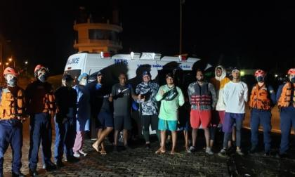 Los diez pescadores rescatados por la Armada en San Andrés.