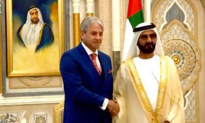 El embajador Jaime Amín y el primer ministro y vicepresidente de Emiratos Árabes Unidos, Sheik Mohamed Bin Rashid Al Maktoum.