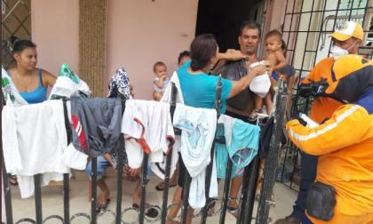 La Alcaldía de Cartagena entregó este fin de semana ayudas humanitarias en Trupillos, 7 de diciembre, Francisco de Paula 2, Eden, Los Pinos, Villa Gloria y El Progreso, entre otros.
