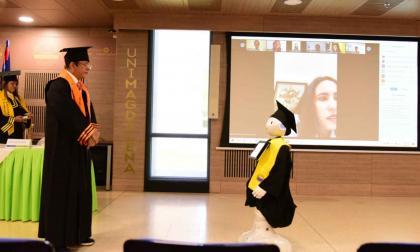 Rector de la Unimagdalena durante la realización de la ceremonia de graduación virtual.