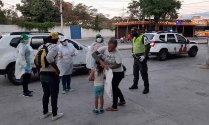Policía durante el rescate de la menor de edad.