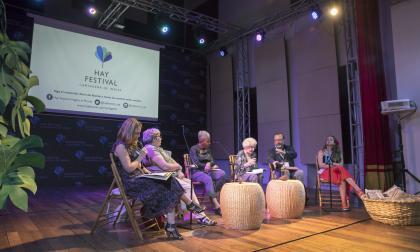 Lectura de poemas durante el Hay Festival Cartagena 2020 que se celebró en enero.