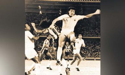 Acción del duelo entre el Junior y la selección de Uruguay, juego con el que se inauguró el estadio Metropolitano Roberto Meléndez el 11 de mayo de 1986.