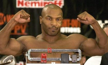 Mike Tyson descarta a Evander Holyfield como su rival en vuelta al boxeo