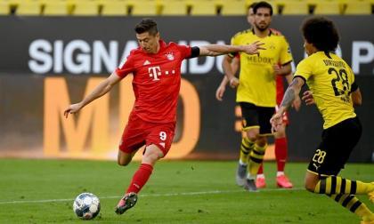 El polaco Robert Lewandowski tratando de hacer un remate hacia el arco del Borussia Dortmund.