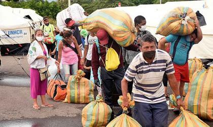 Ciudadanos venezolanos saliendo del refugio temporal en Cúcuta.
