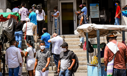 Pandemia dispara el desempleo a máximo histórico de 21,4%