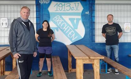 Yinaris García Llanos al momento de ser oficializada como entrenadora del TV Brechten.