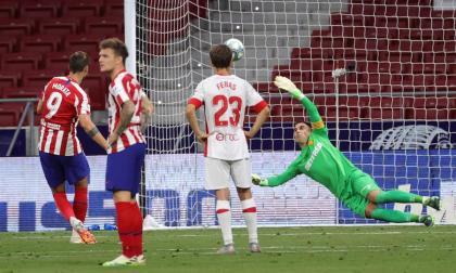 Álvaro Morata anota de tiro penal.