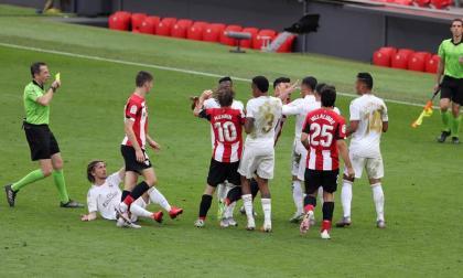 Jugadores del Real Madrid y el Athletic se encaran en un conato de bronca.