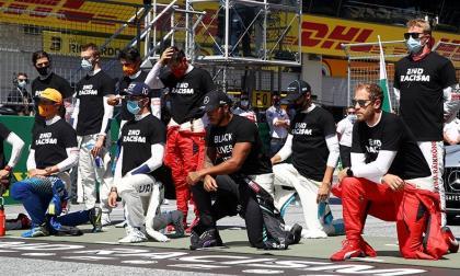 Hamilton y otros pilotos se arrodillan contra el racismo en GP de Austria