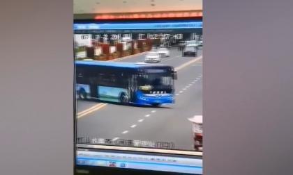 Al menos 21 muertos al caer autobús con estudiantes a un embalse en China