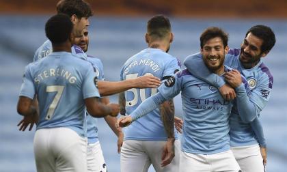 David Silva celebra con sus compañeros el gol ante el Newcastle.