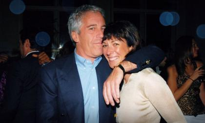 Niegan fianza a ex novia de Epstein por presunta trata de blancas
