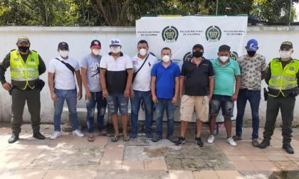 Los ochos capturados en una gallera en Piojó.