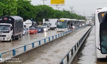 Transmetro reporta retraso en las rutas por fuertes lluvias