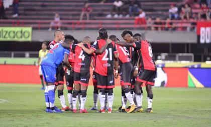 Tras varias declaraciones de los jugadores, finalmente el Ministerio de Deporte tomó postura sobre el tema y sancionó con retirar el reconocimiento deportivo al equipo motilón.