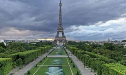 La Torre Eiffel apaga sus luces en solidaridad con las víctimas de Beirut