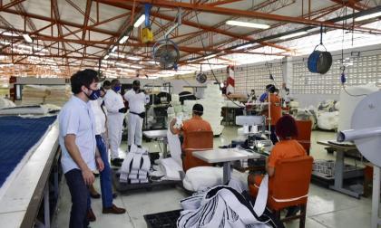 Producción industrial se recupera en junio, pero cae 9,9%