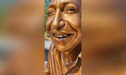 """Roban """"diamante"""" a estatua de Diomedes Díaz en Valledupar"""