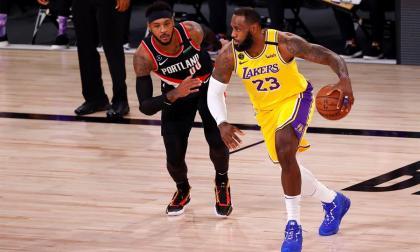 Bucks y Lakers se reivindican y empatan series; Rockets y Heat se ponen 2-0