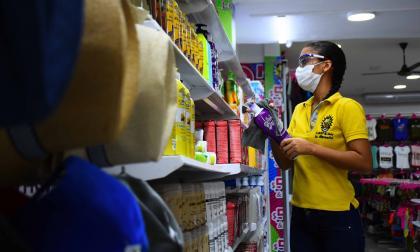 El comercio no esencial en Barranquilla reabrió sus puertas de manera gradual en las cinco localidades.
