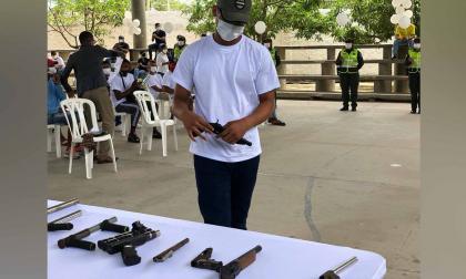 Tres grupos de pandillas entregaron sus armas en el suroccidente
