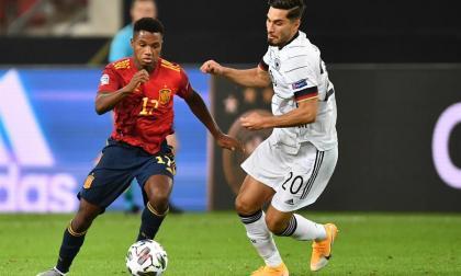 España igualó 1-1 ante Alemania con gol de Gayá en el último minuto