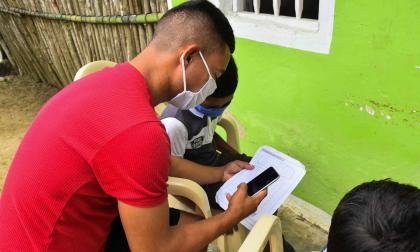 Un joven mientras realiza sus actividades académicas en Tubará.