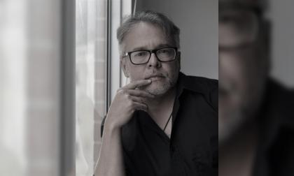 J.J. Junieles retrata a una ciudad cercana al 'infierno'