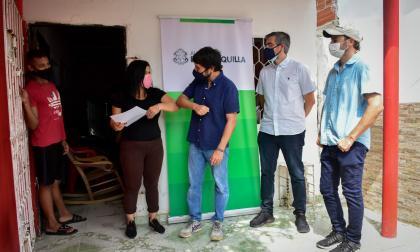 Alcaldía entrega nuevos títulos de vivienda en barrios La Paz y Los Olivos