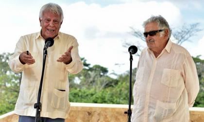 González y Mujica abogan por mantener paz de Colombia al margen de política