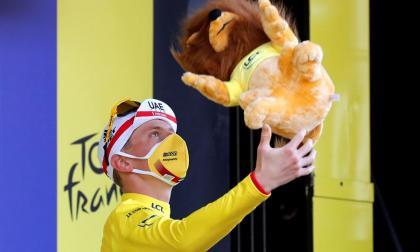 Tadej Pogacar lució el maillot amarillo.