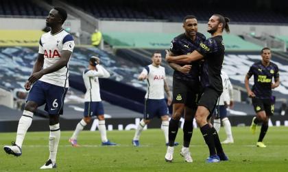 Con Dávinson de titular, Tottenham cede puntos ante Newcastle en el minuto 97