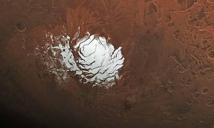 Detectan lagos de agua salada bajo el polo sur del planeta Marte