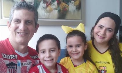 Humberto D'Anetra, su esposa Margot Cruz y sus hijos Gianluca y Fiorella.