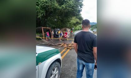 Bloquean vía a La Guajira por problemas de energía