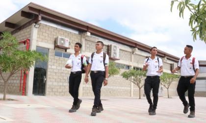 Distrito amplía doble titulación para más de 2.000 estudiantes