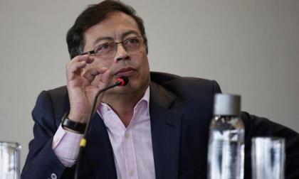 Petro critica actuación del fiscal por pedir en audiencia libertad de Uribe
