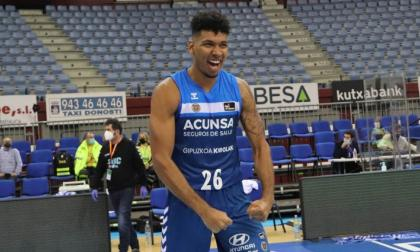 Jaime Echenique celebrando el primer triunfo de su equipo, el Gipuzkoa Basket.