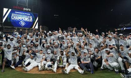 El festejo de los Rays como campeones de la Liga Americana.