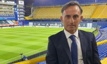Latorre trabaja hace años como periodista deportivo y comentarista de partidos y actualmente se desempeña en la cadena ESPN.