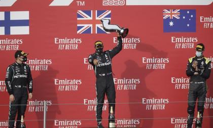 Lewis Hamilton se quedó con el trofeo de Imola.